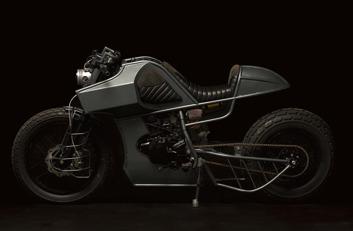 moto yamaha TW 125 TANK scrambler cafe racer préparation ATELIER MEDUSA