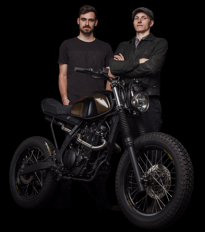 moto honda nx 650 dominator scrambler cafe racer préparation ATELIER MEDUSA Quentin LOUIS Thomas SALQUEBRE